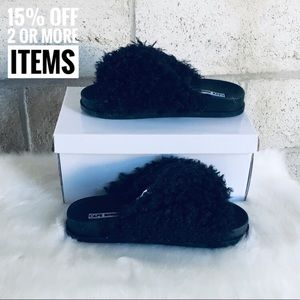 Shoes - 5⭐️ Black Shaggy Slides
